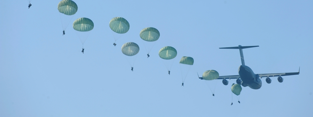 U.S. Army rangers parachute from an Air Force C-17 Globemaster III aircraft during a mass tactical jump over Fryar Drop Zone at Fort Benning, Ga., on Aug. 3, 2009.  The jump is the opening exercise of Ranger Rendezvous 2009, a week-long event that provides an opportunity for members of the 75th Ranger Regiment to showcase their tactics and abilities to family members and ranger veterans.  DoD photo by Senior Airman Jason Epley, U.S. Air Force.  (Released)